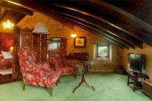 habitacion-la-suite-con-salon-posada-rural-cantabria