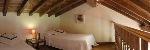 estancia familiar duplex con habitación, vista altillo habitación dos camas