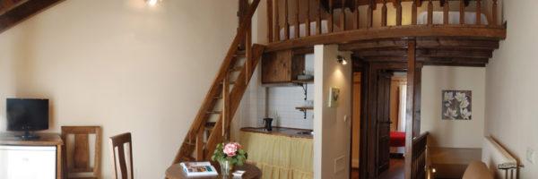 estancia familiar duplex con habitación, vista general desde balcón